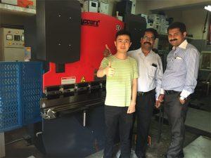 Энэтхэгт үйлчлүүлэгчид үйлдвэрлэх, үйлдвэрлэх машинаар зочлох