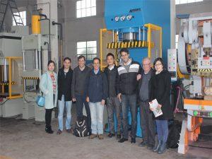 Перу улсын төлөөлөгчид манай үйлдвэр болон худалдаж авах машинуудад зочлохоор ирсэн